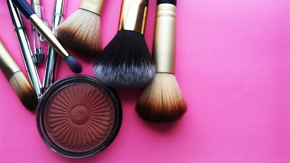 makeup-3907712_960_720